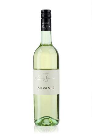 Weinflasche Silvaner. Traditionssorte aus Ortenberg, mit viel Frucht und moderater Säure.